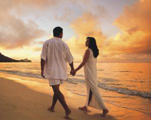 Beach__Love_Couple_Wallpaper[1]